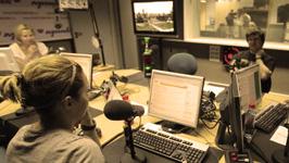 радиоведущие готовят утреннее шоу